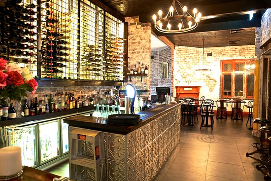 OUTSTANDING PERFORMING RESTAURANT AND BAR IN ICONIC INNER WEST LOCATION - 00745